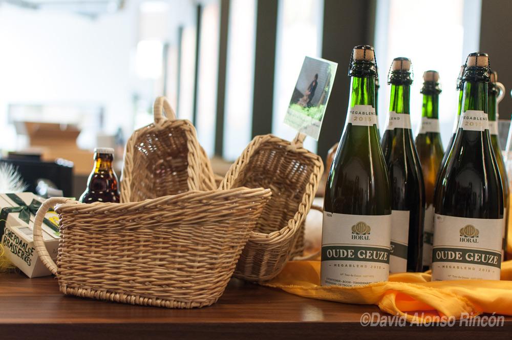 La cerveza seleccionada para el 2015 embotellada y lista para servir en los pequeños cestos.  ©David Alonso RIncón